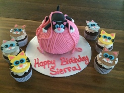 Yarn ball birthday cake and gumpaste kitty topper + kitty cat cupcakes!